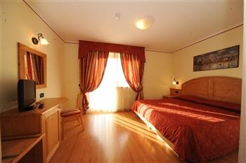 Hotel Canada - Pinzolo